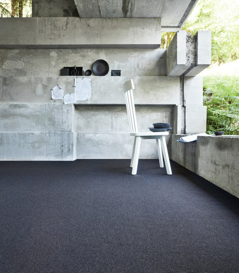 One 0724 Black by OBJECT CARPET