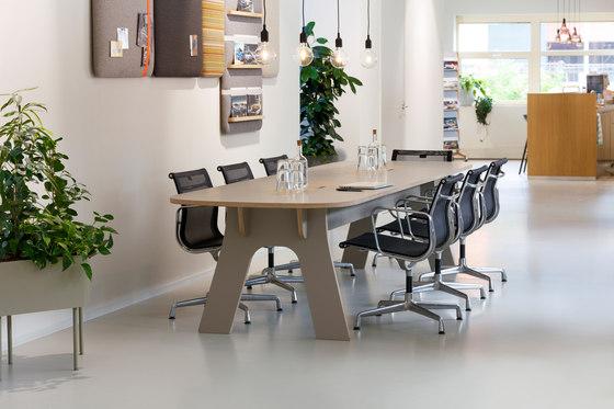 Blog Meet table by Cascando
