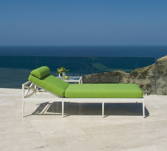 AZIMUTH LINEAR CLUB SOFA 2 SEAT by JANUS et Cie