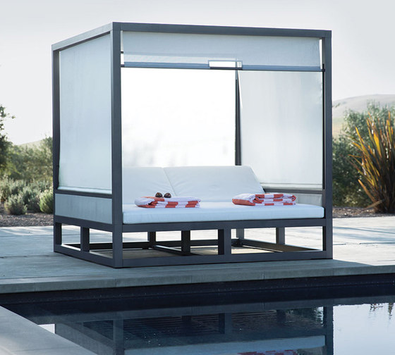 DUO ENCLOSED DAYBED SQUARE by JANUS et Cie