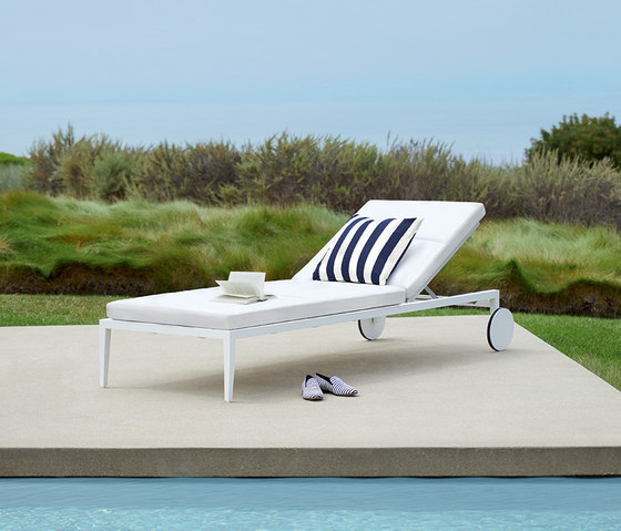 HATCH LOUNGE CHAIR de JANUS et Cie
