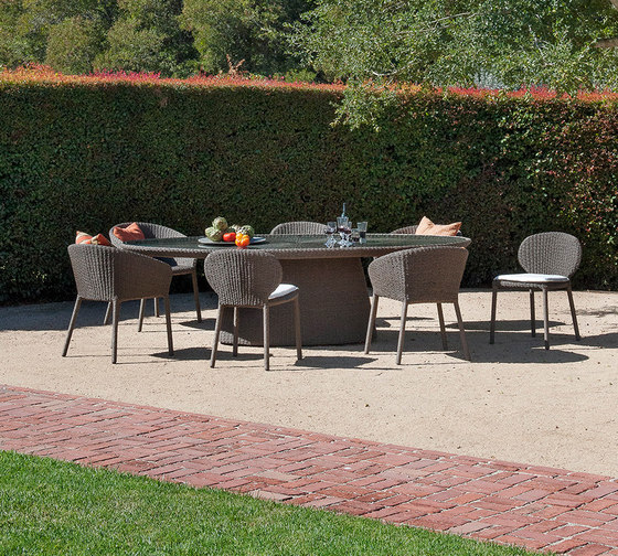 STRADA STONE TOP DINING TABLE OVAL 260 von JANUS et Cie