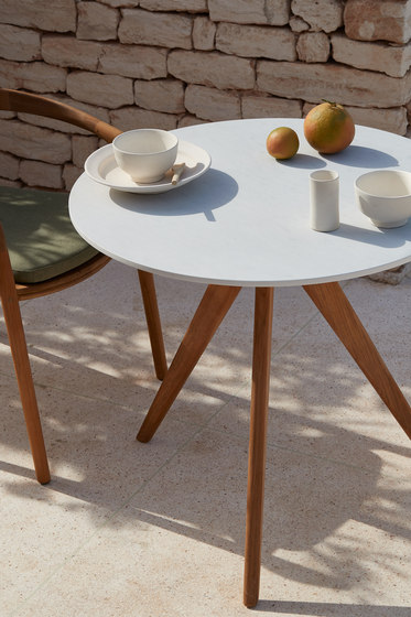 Torsa coffee table ⌀80 von Manutti