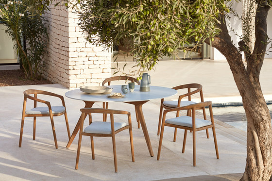 Torsa dining table ⌀148 by Manutti