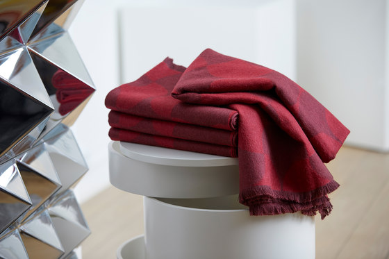 Polette | Throw Burgundy by Verpan