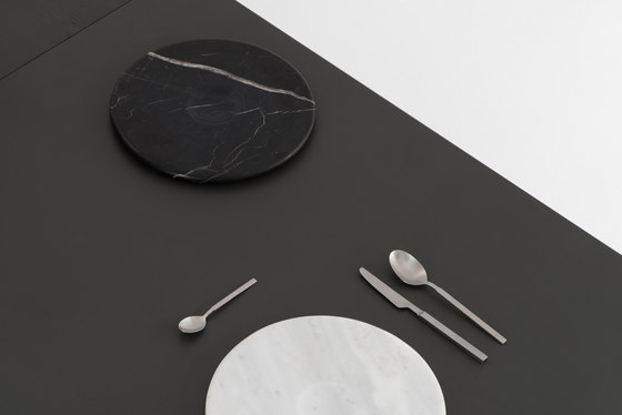 Moon Plate Black by tre product
