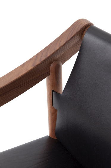 905 by Cassina