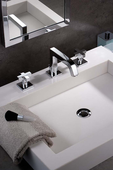Beluga | Wall mounted thermostatic shower mixer by THG Paris