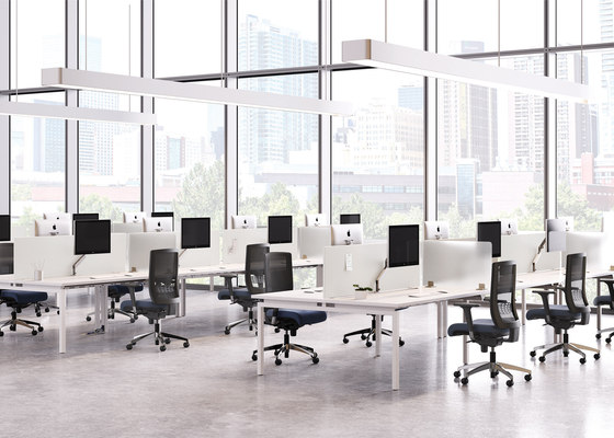 Alloy Desk de National Office Furniture