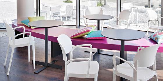 Amy Armlehnstuhl von ALMA Design