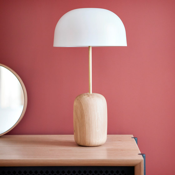 Table lamp Nina, brass stick & white lampshade by Hartô