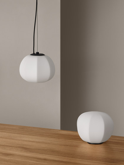 Persimon table lamp de Fogia