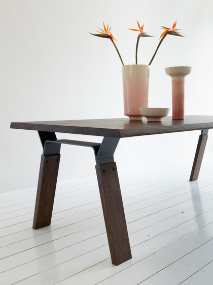 Bridge Dining Table de QLiv