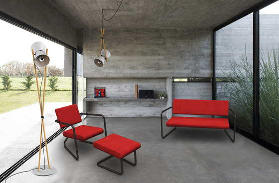 Steeler armchair with ottoman di Lonc