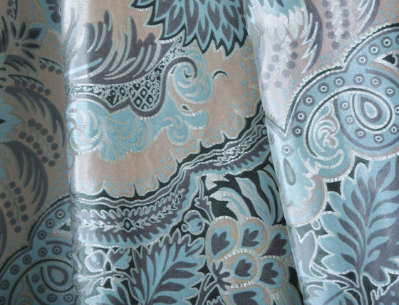 Dandelion | Colour Seagrass 111 di DEKOMA