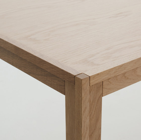 Doubleframe Table di Design Within Reach
