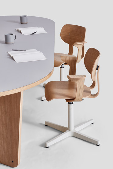 HD Chair With Arms by VG&P