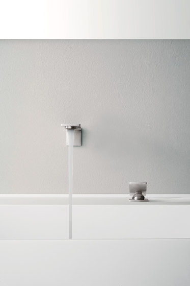 Emotion 5 mm single-lever kitchen tap, with separate single-lever 203 de CONTI+