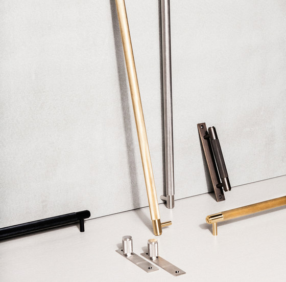 Pull Bar | Plate | Smoked Bronze by Buster + Punch