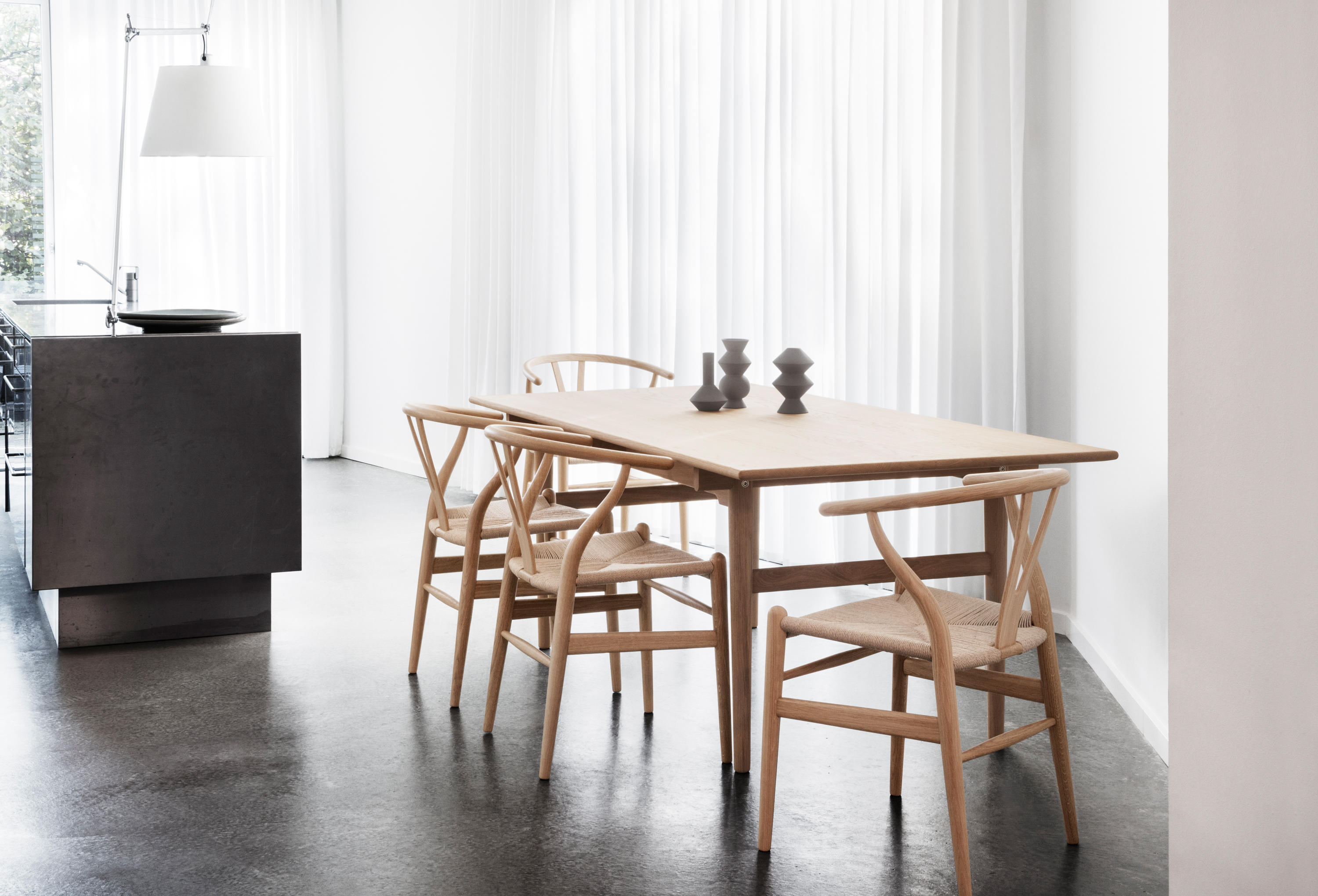 CH24 Restaurant chairs from Carl Hansen & S¸n