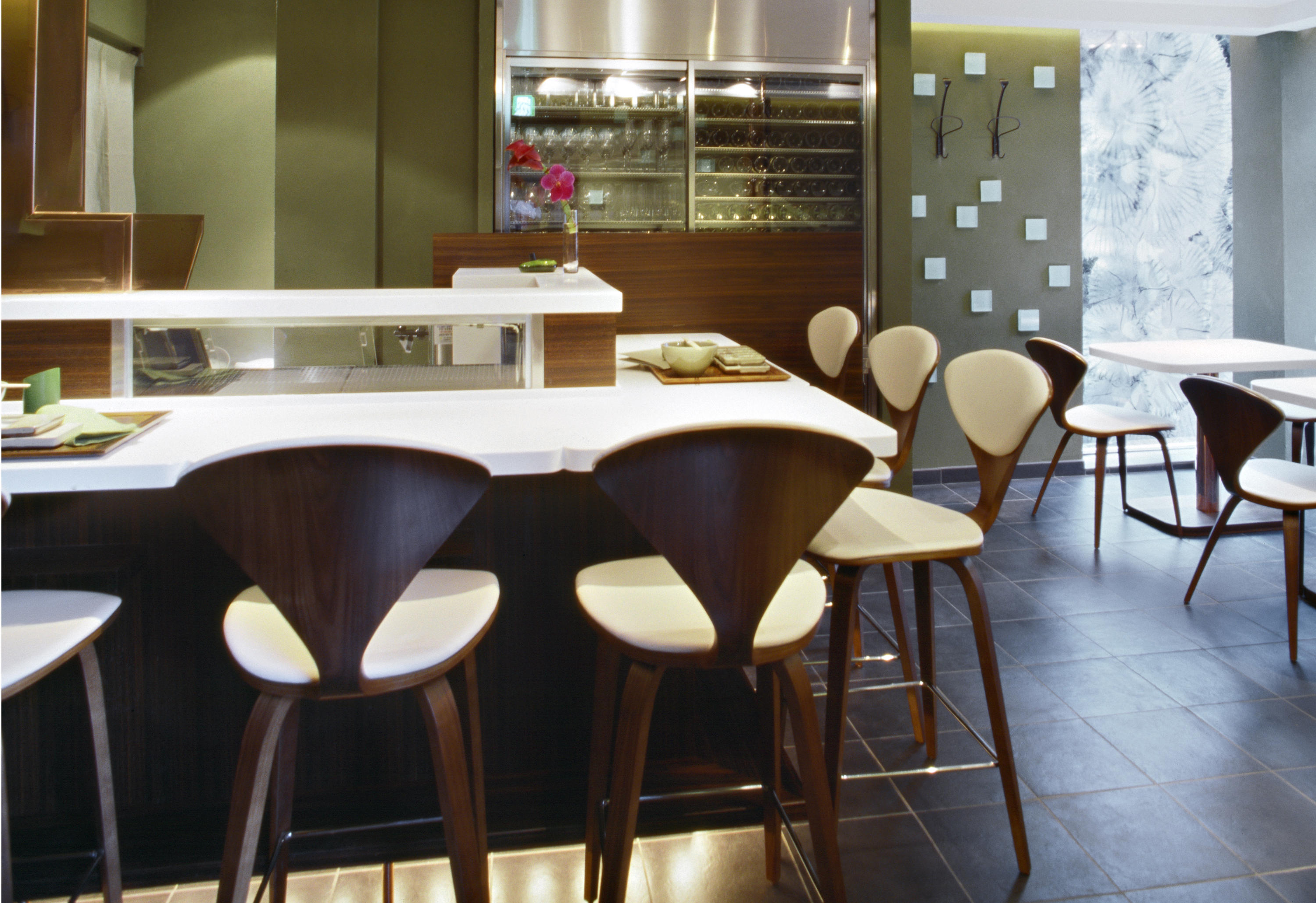 Cherner Wood Base Stool Tabourets De Bar De Cherner