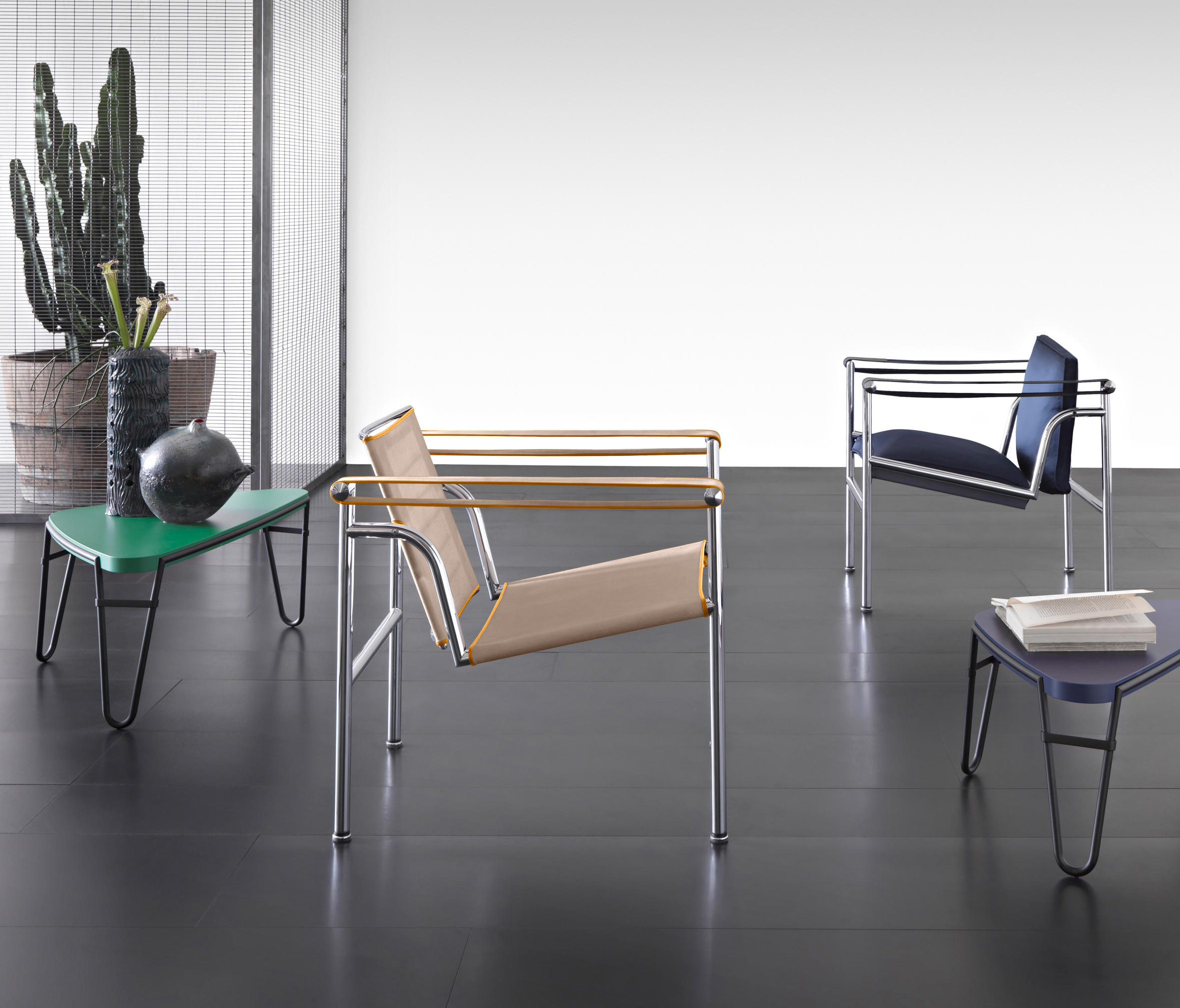 Lc1 armchairs from cassina architonic for Cassina spa meda