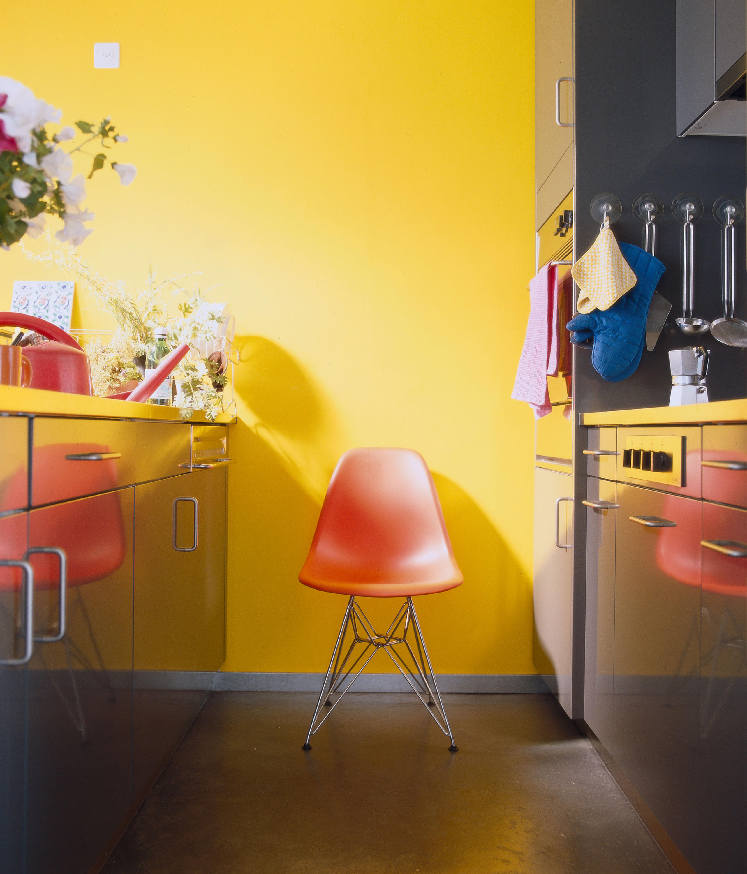Eames Plastic Side Chair Dsr eames plastic side chair dsr multipurpose chairs from vitra