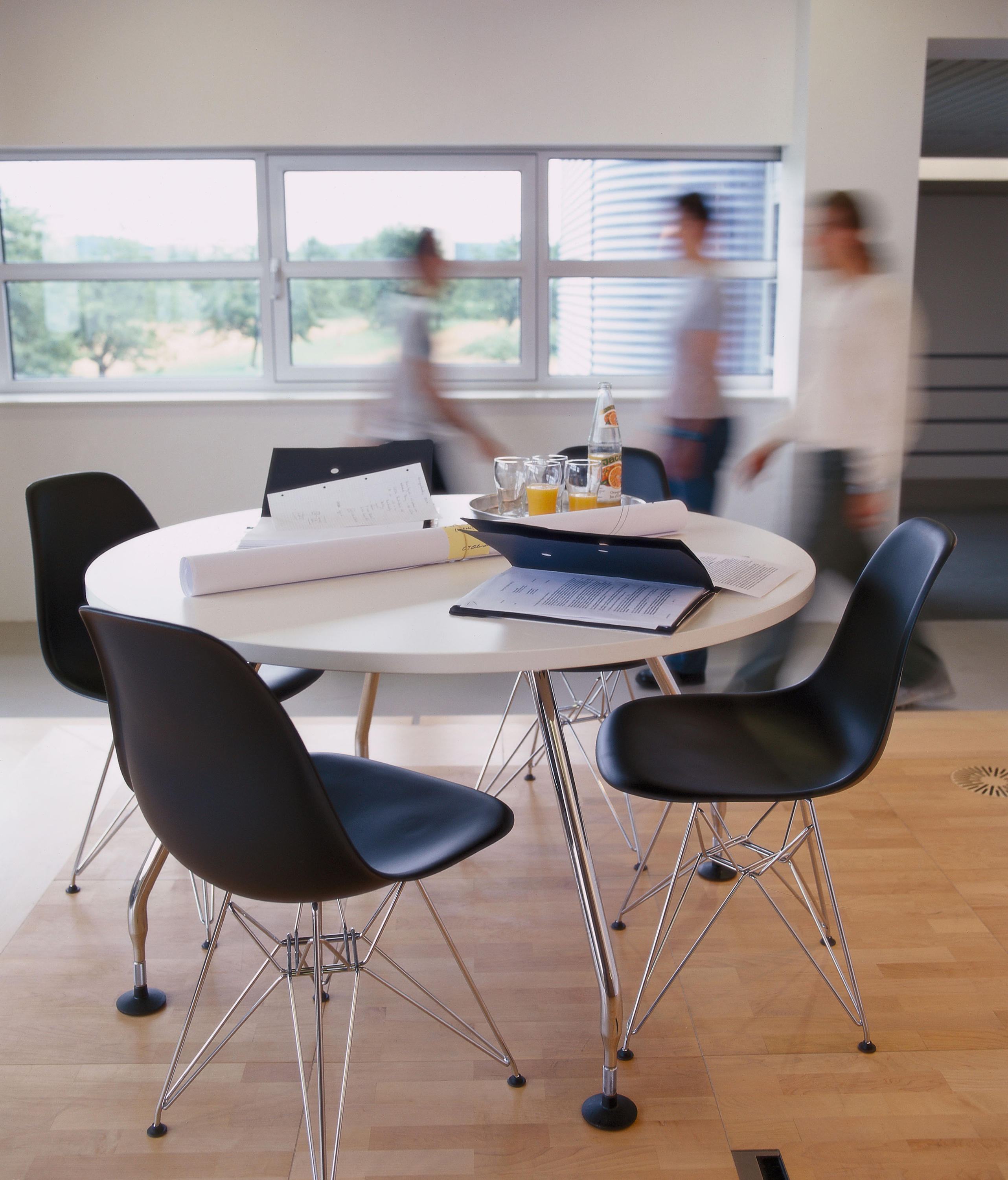 eames plastic side chair dsw st hle von vitra architonic. Black Bedroom Furniture Sets. Home Design Ideas