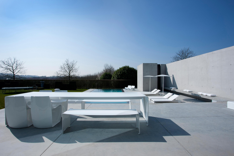 La grand table mobilier design architonic for B et b italia