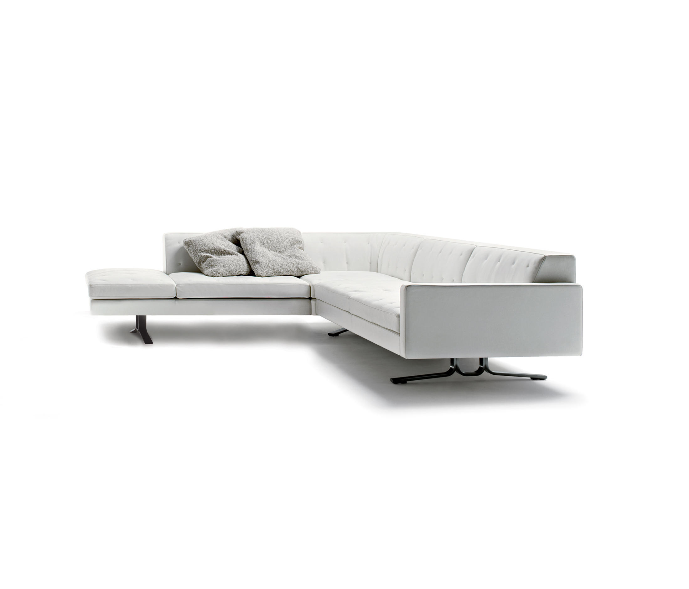 Kennedee sofa kennedee sofa with chaise longue by poltrona for Chaise longue frau
