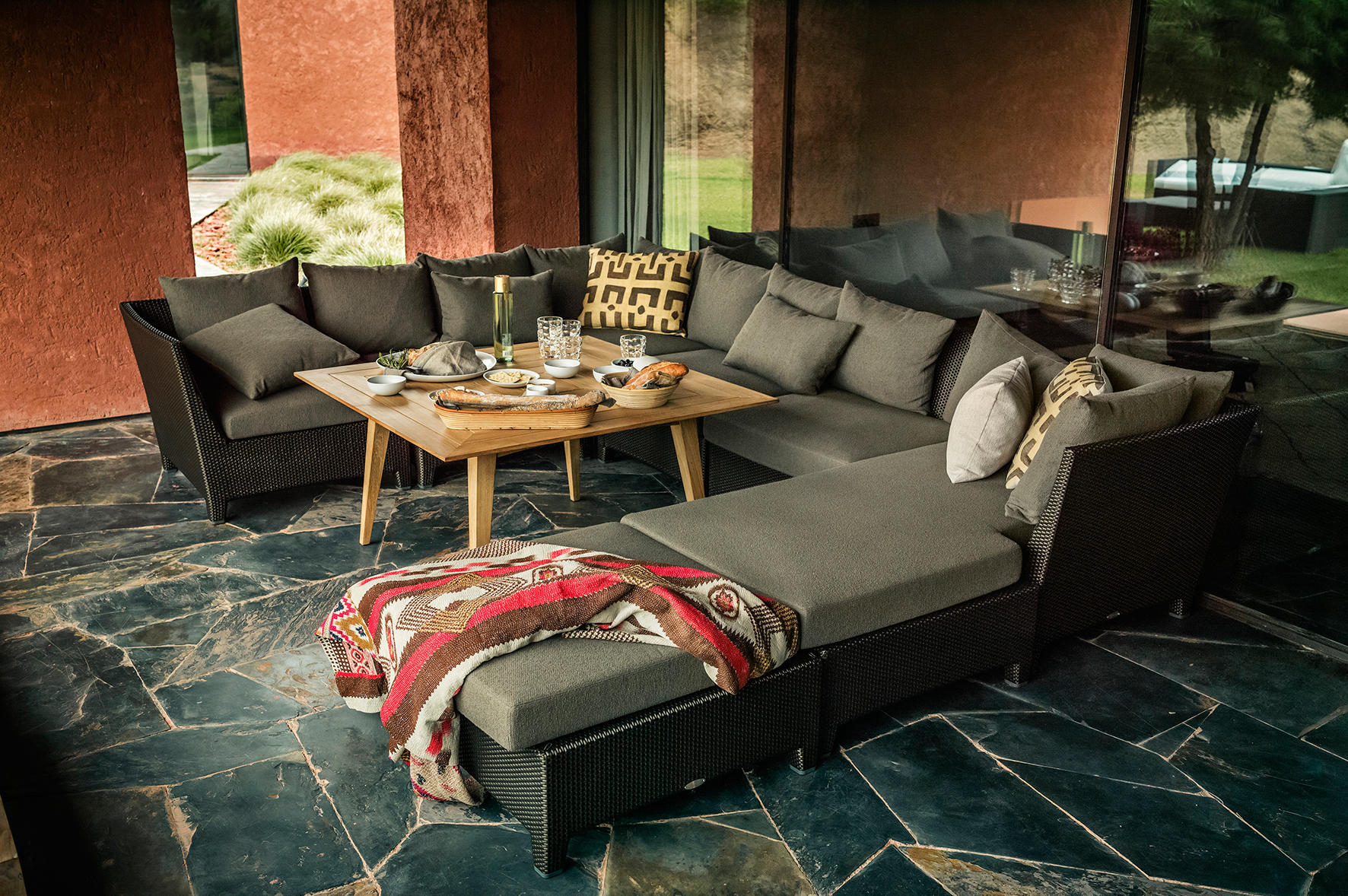Barcelona 2 seater garden sofas from dedon architonic for Sofas 4 plazas barcelona