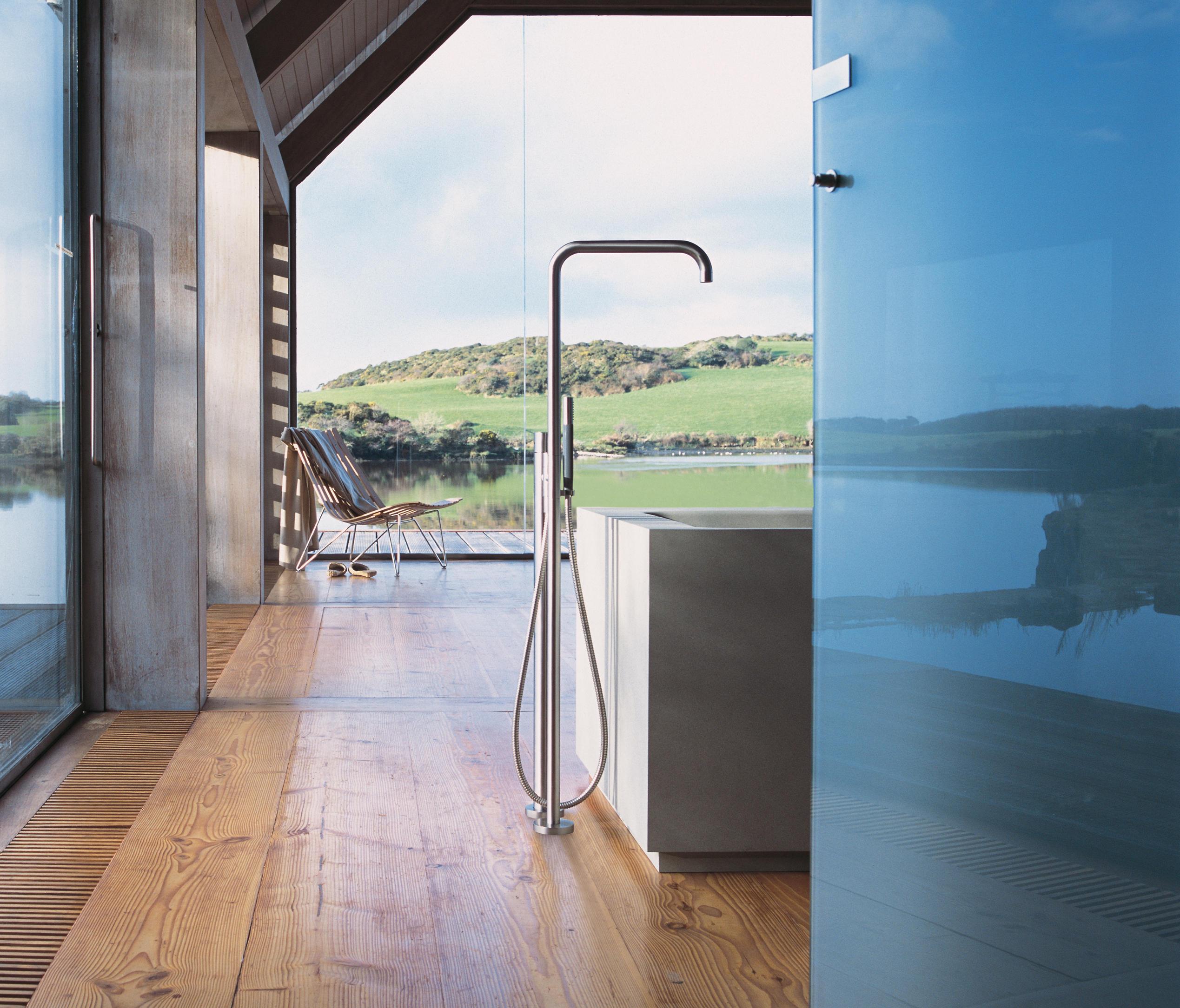 090fm 800 swivel spout bath taps from vola architonic for Standarmatur badewanne