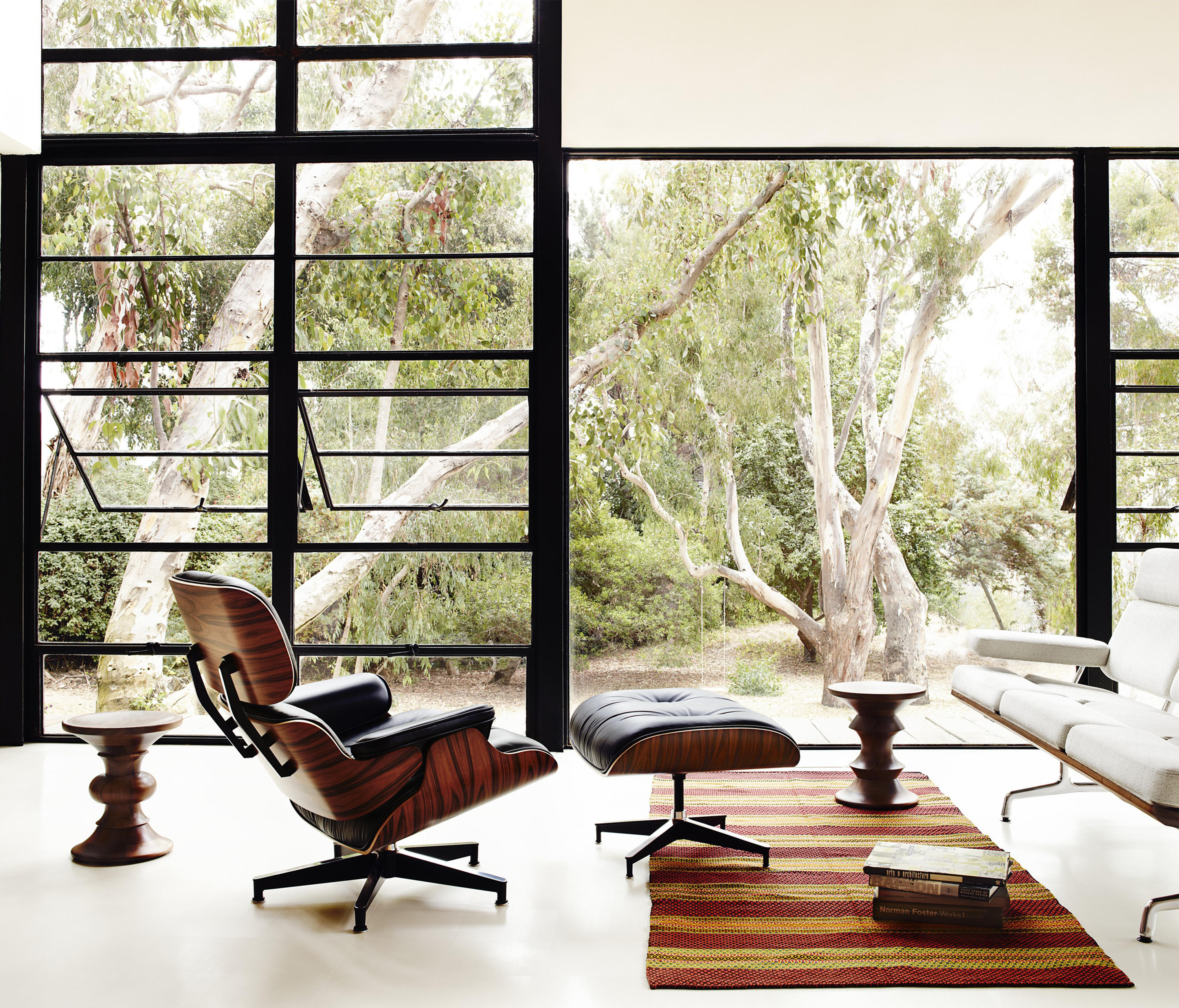 EAMES LOUNGE CHAIR AND OTTOMAN Loungesessel Von Herman Miller