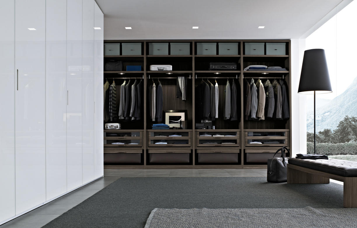 Extremely flexible walk in closet system - Senzafine System By Poliform Senzafine System By Poliform
