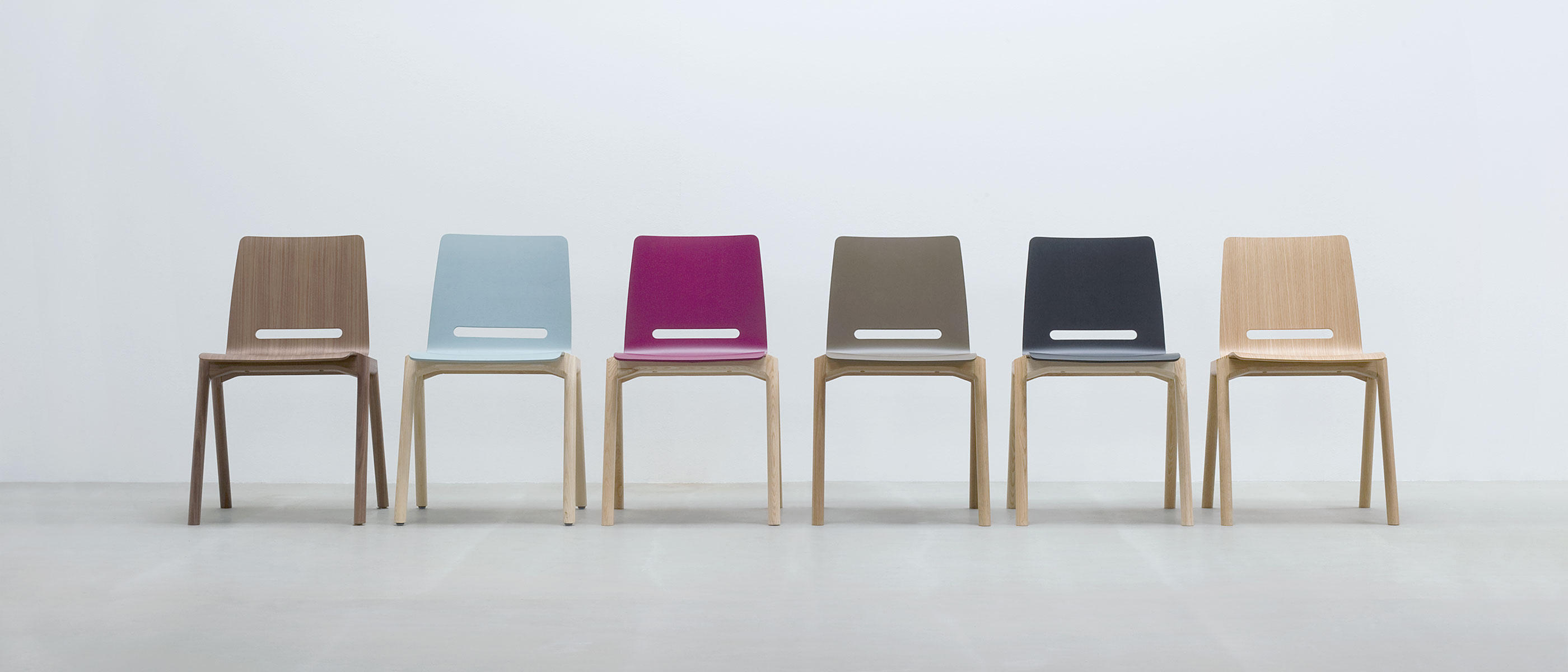 Forum 2n visitors chairs side chairs from hussl for Designer holzstuhl