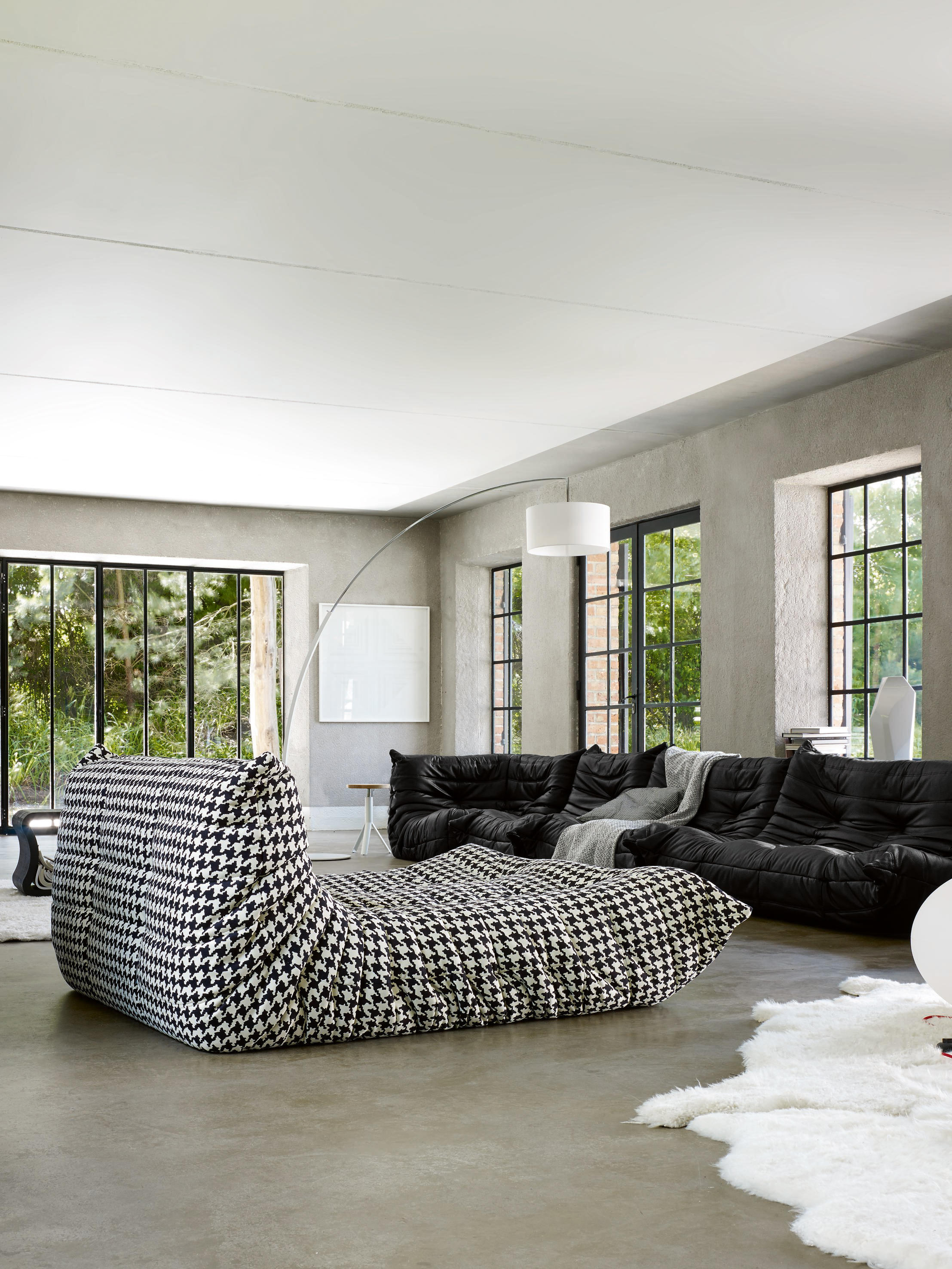 togo large settee without arms sofas from ligne roset. Black Bedroom Furniture Sets. Home Design Ideas