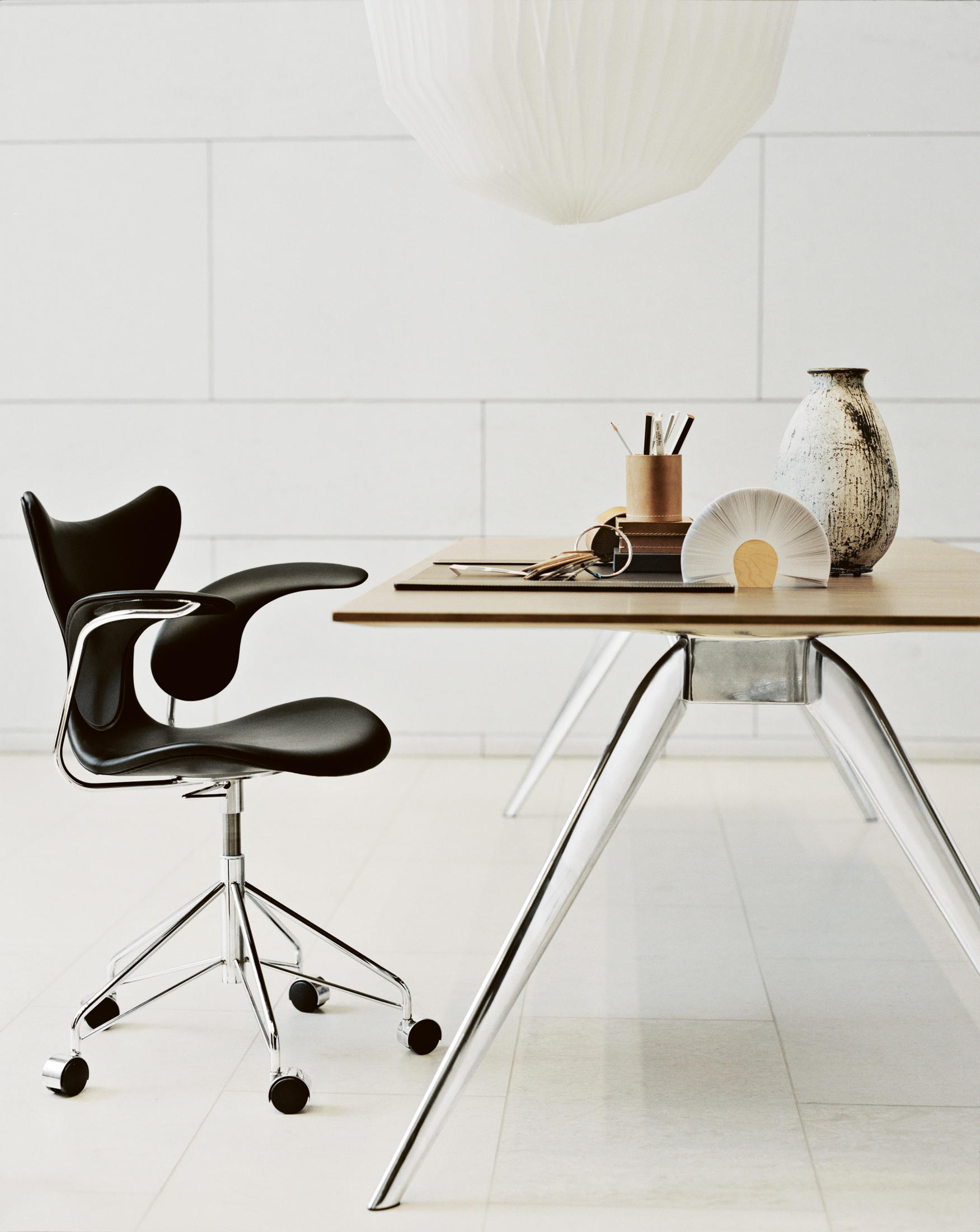T no 1 tb7 meeting room tables from fritz hansen for Chaise de travail