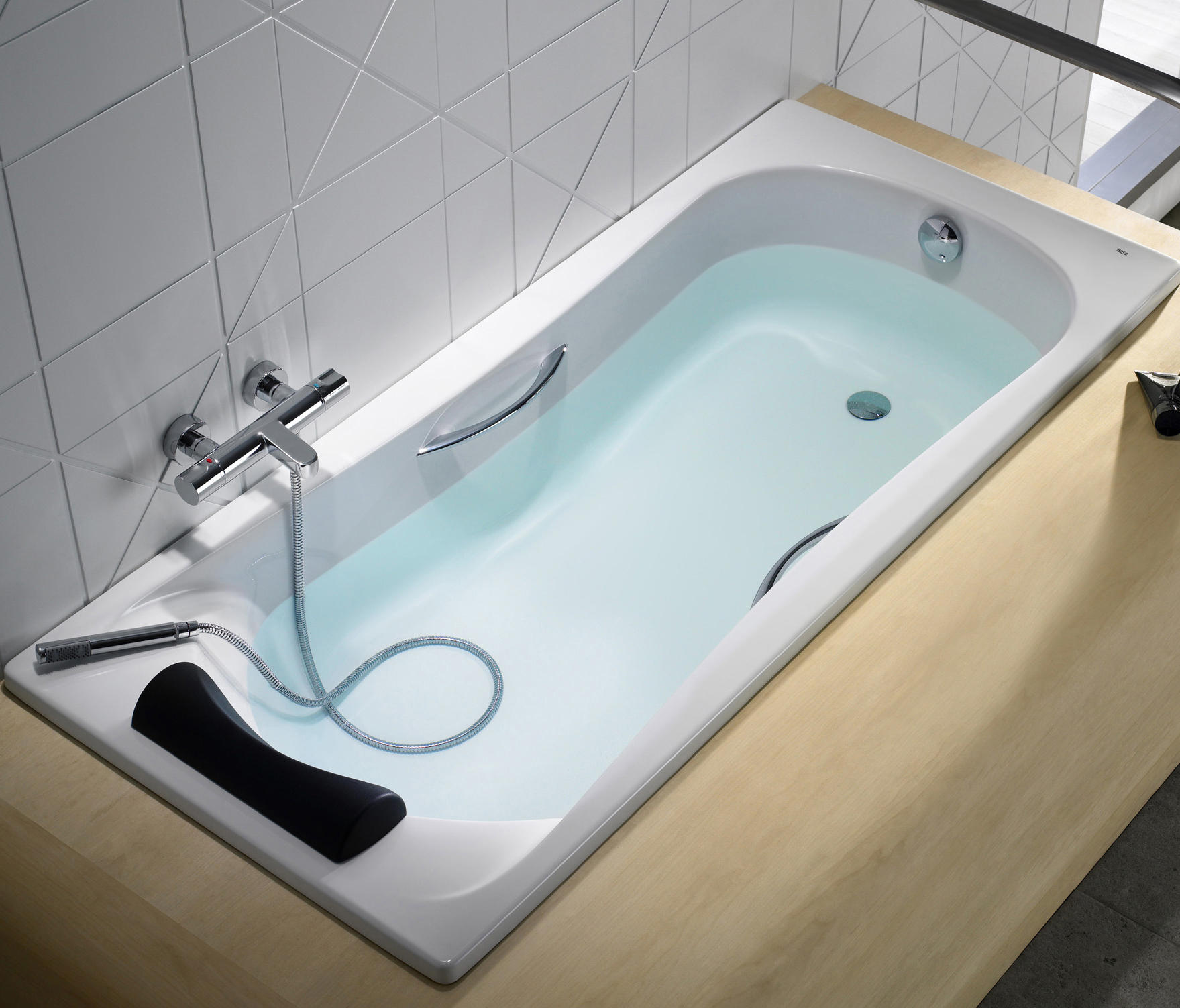 becool bath built in bathtubs from roca architonic becool bath by roca becool bath by roca