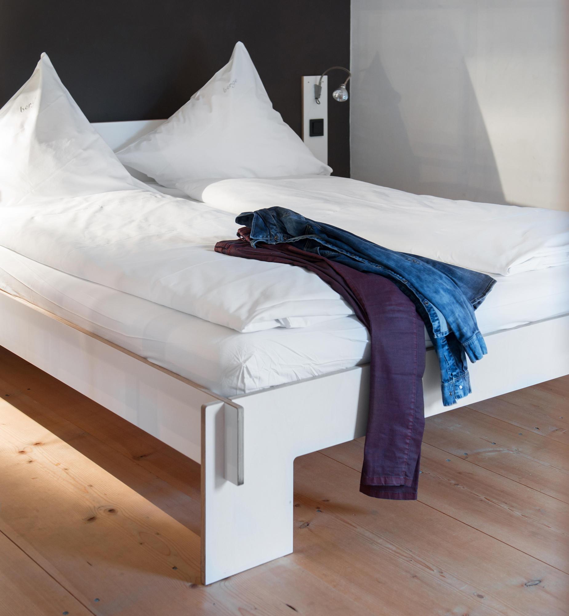 cb400510ed SIEBENSCHLÄFER MIT KOPFTEIL - Betten von Nils Holger Moormann   Architonic
