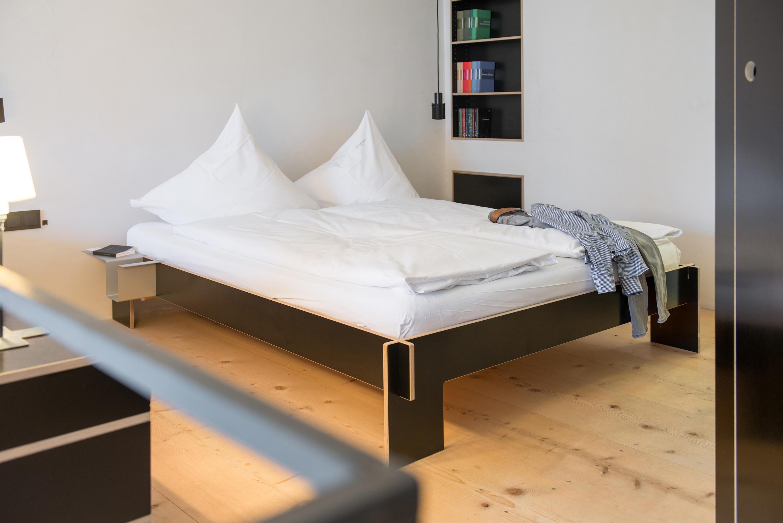 siebenschl fer mit kopfteil einzelbetten von moormann. Black Bedroom Furniture Sets. Home Design Ideas