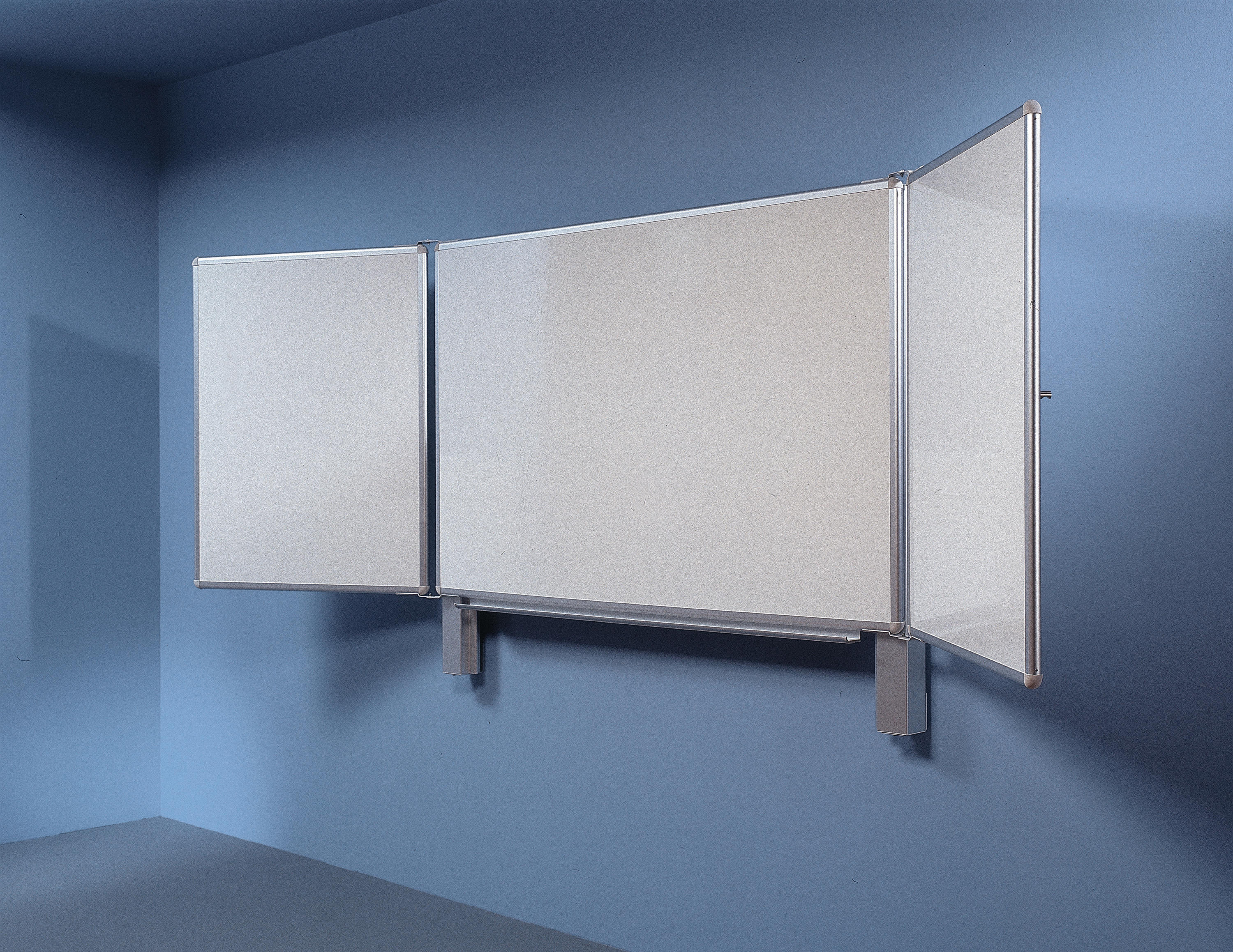 VERTICALLY SLIDING BOARD - Flip charts / Writing boards from Borks ...