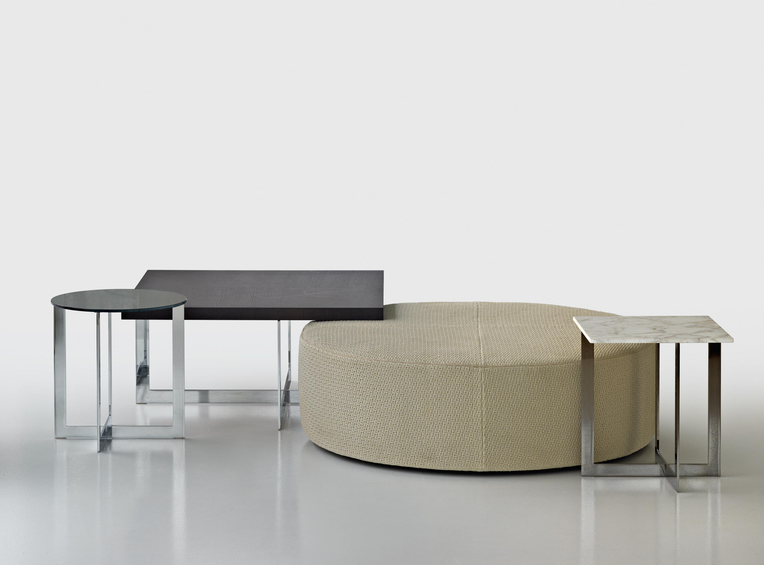 Domino poufs from molteni c architonic domino by molteni geotapseo Image collections