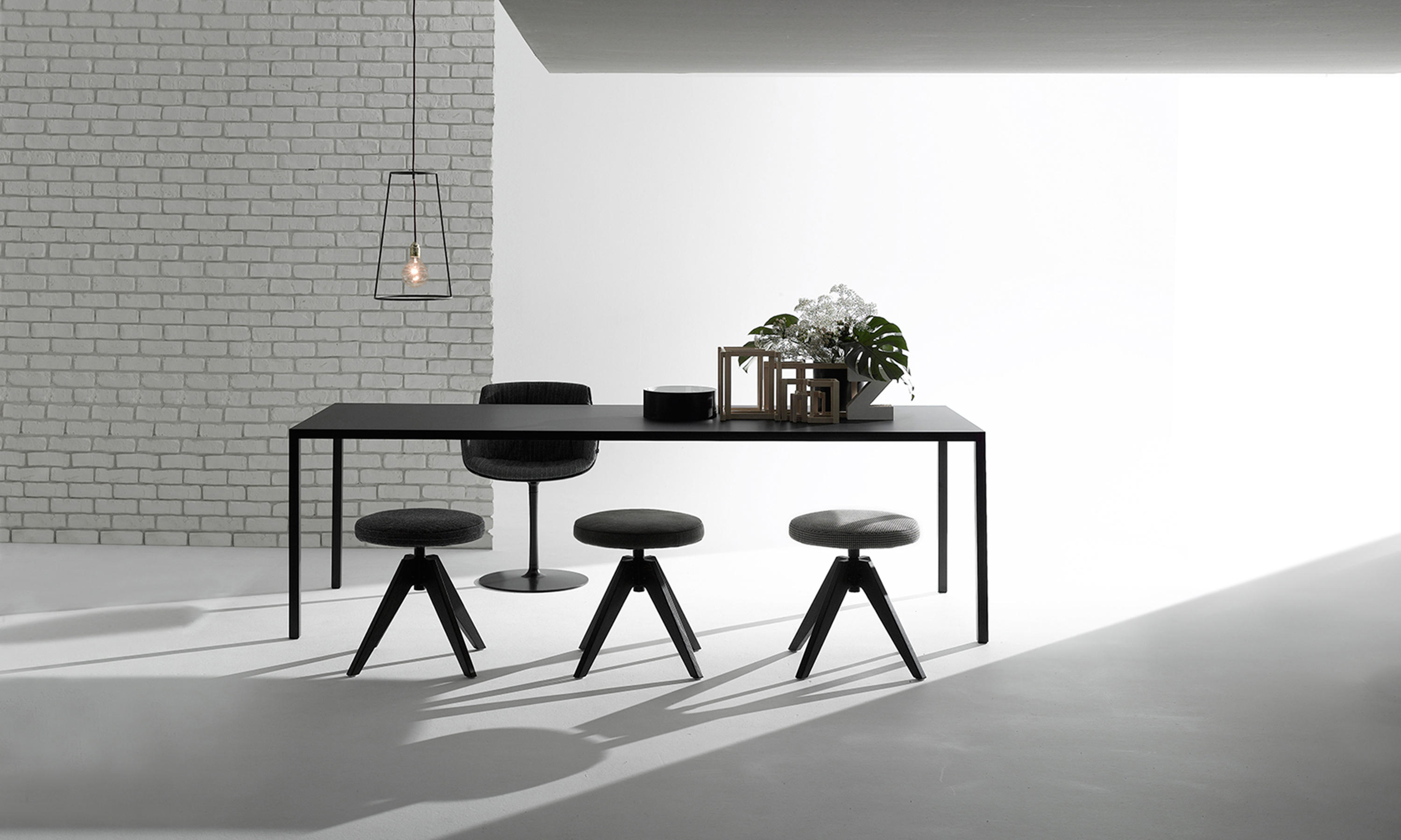 tense table einzeltische von mdf italia architonic. Black Bedroom Furniture Sets. Home Design Ideas