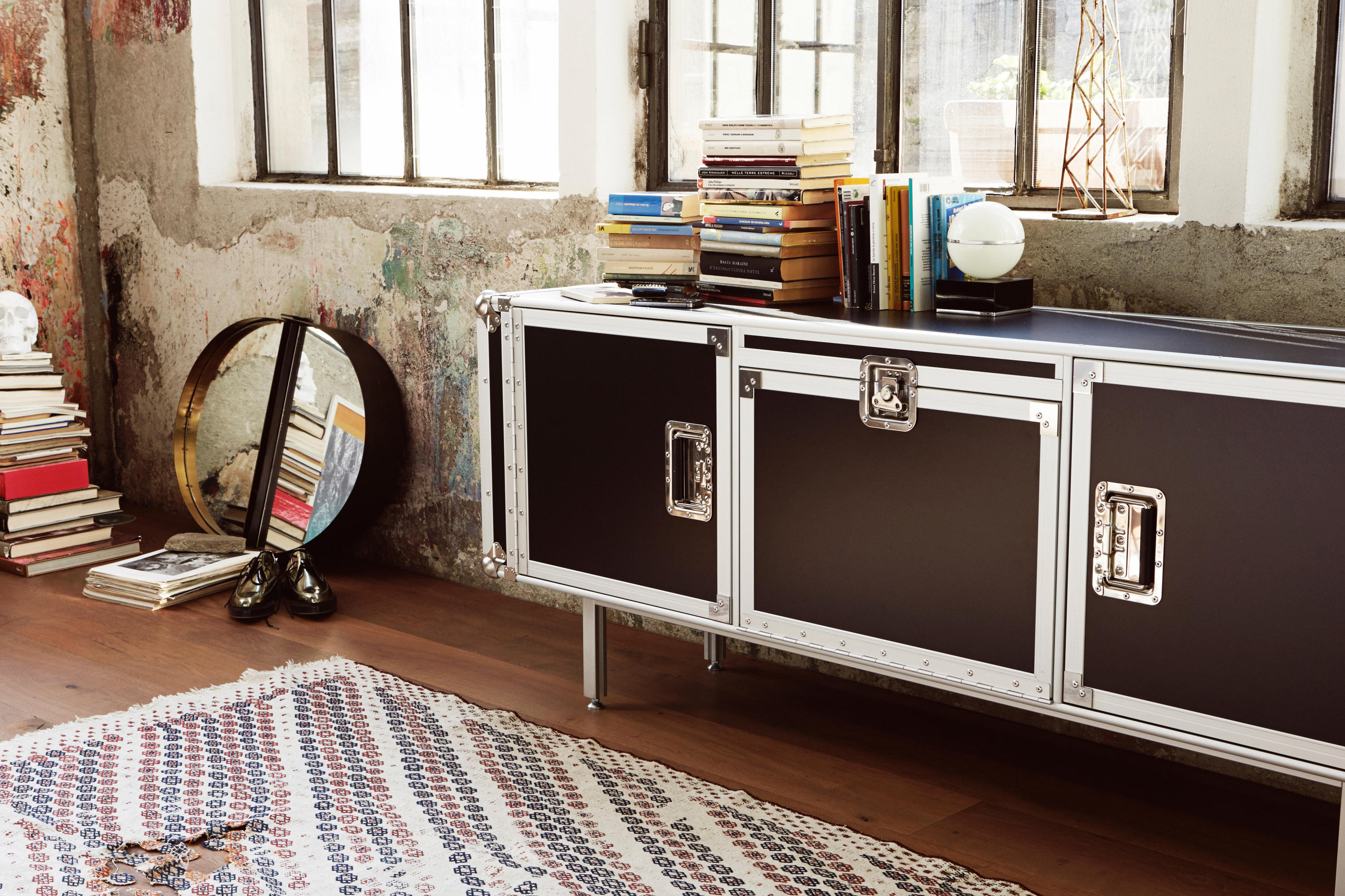 Total flightcase sideboards from diesel by moroso for Case in stile