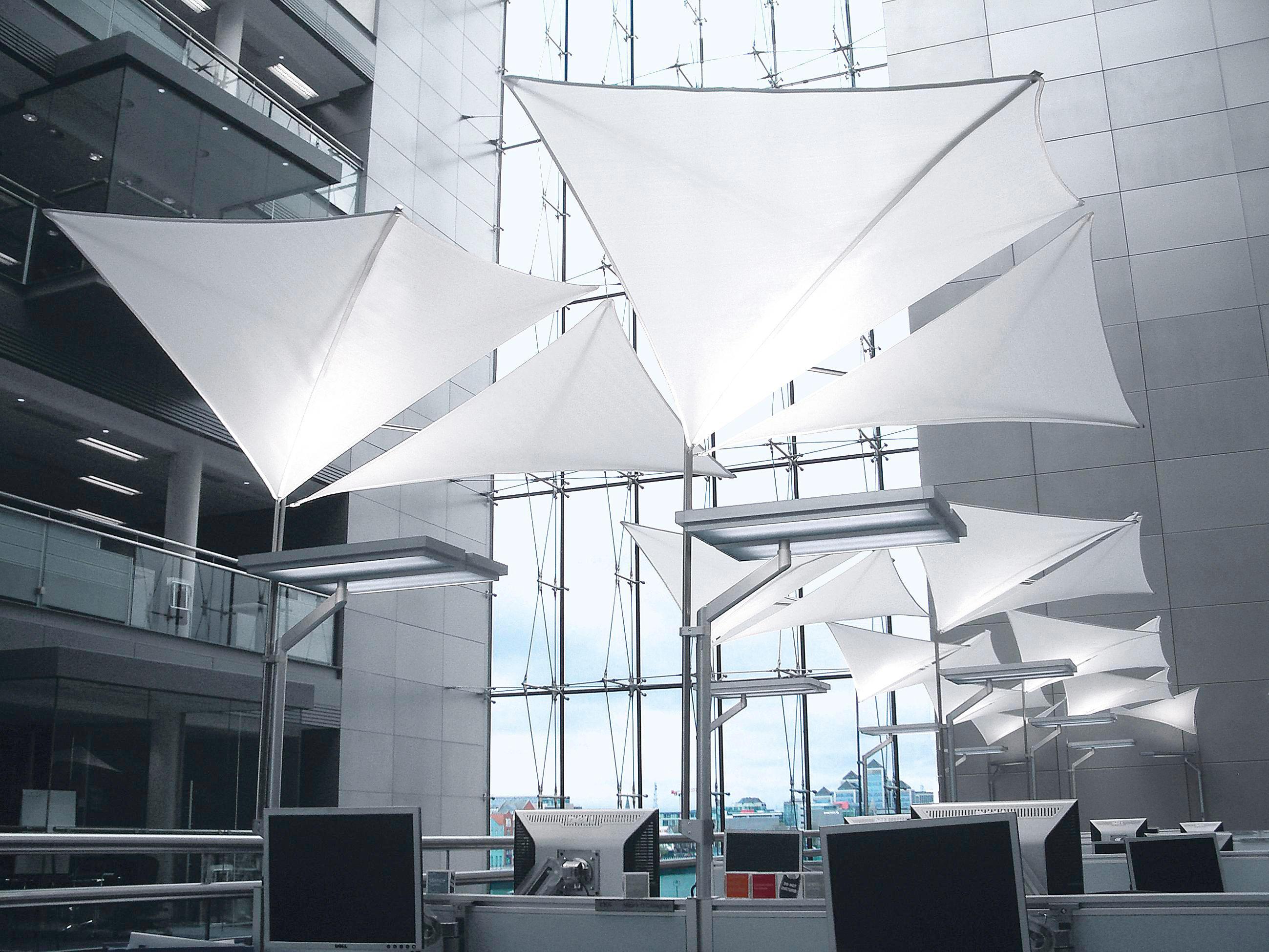 reflektions und akustiksegelsystem allgemeinbeleuchtung von h waldmann architonic. Black Bedroom Furniture Sets. Home Design Ideas