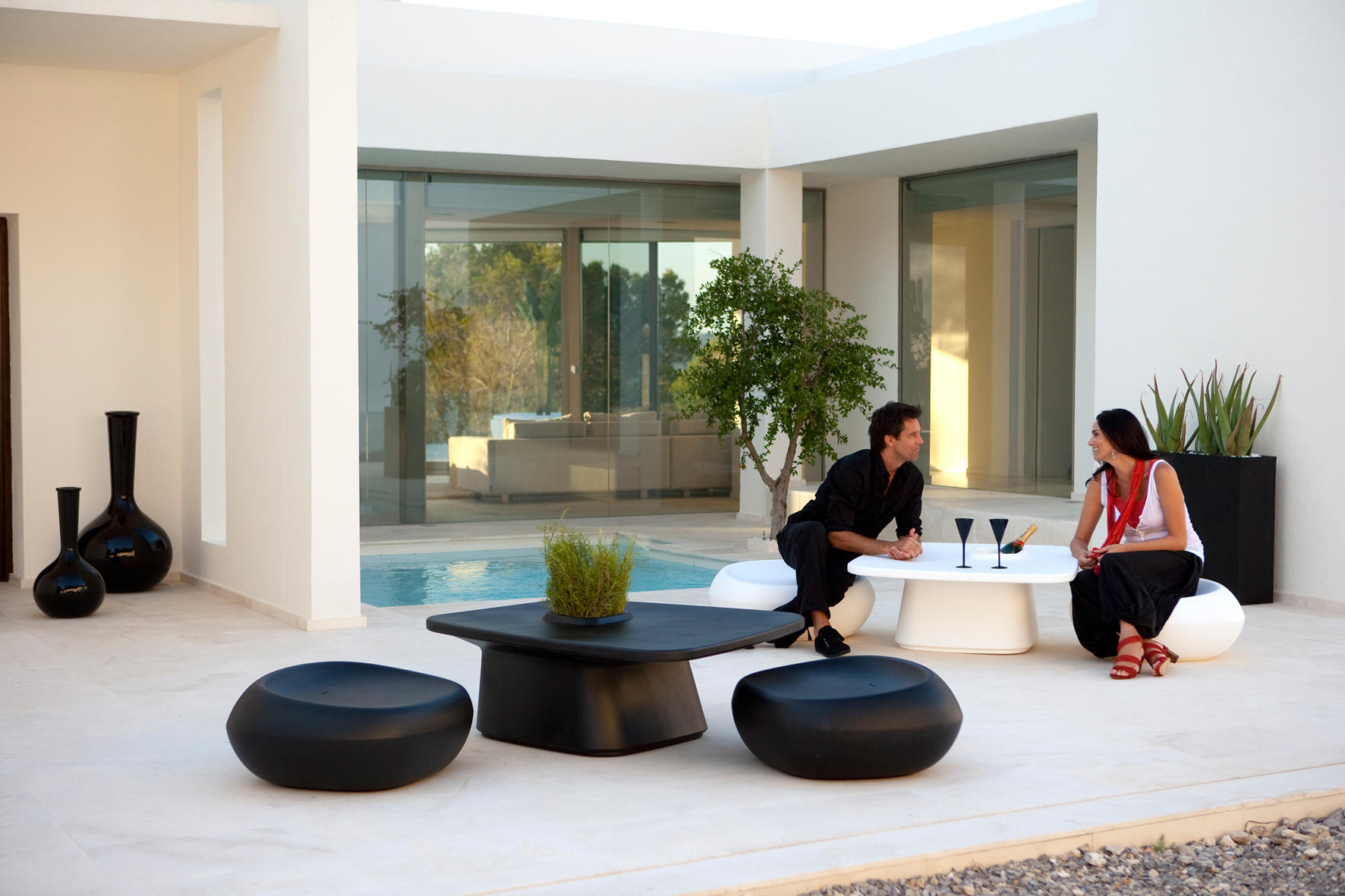 moma medium chair garden stools from vondom architonic. Black Bedroom Furniture Sets. Home Design Ideas