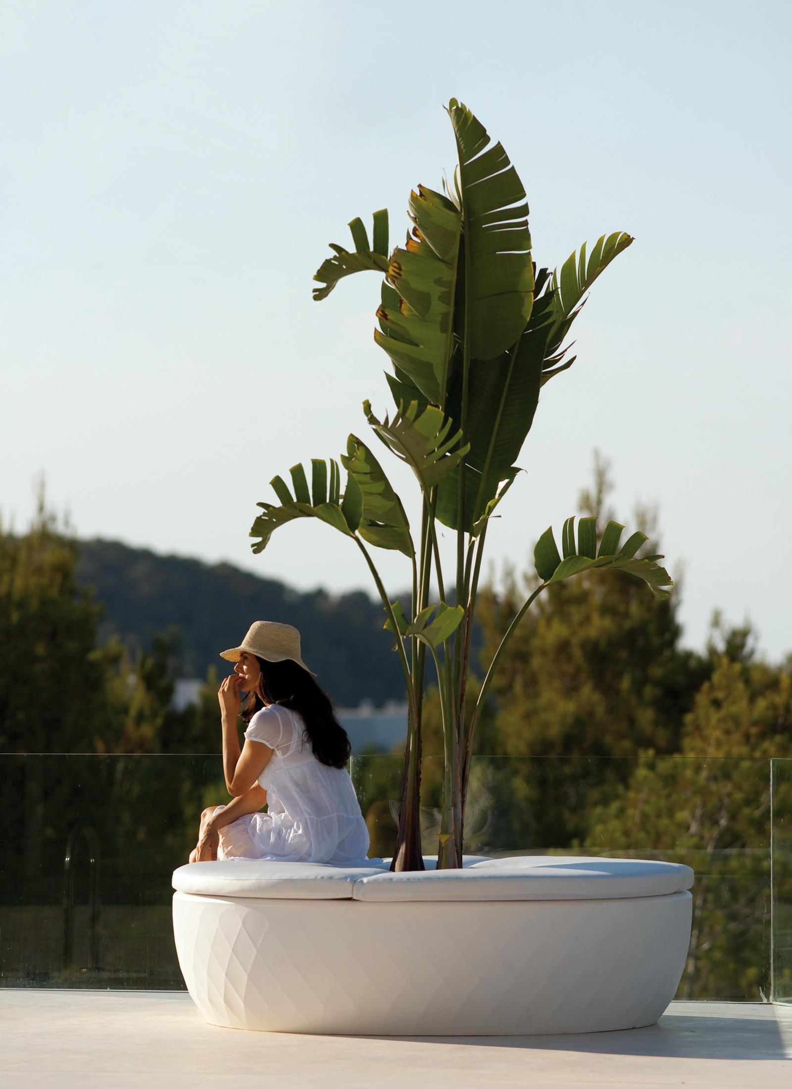 vases isla flowerpots planters from vondom architonic. Black Bedroom Furniture Sets. Home Design Ideas