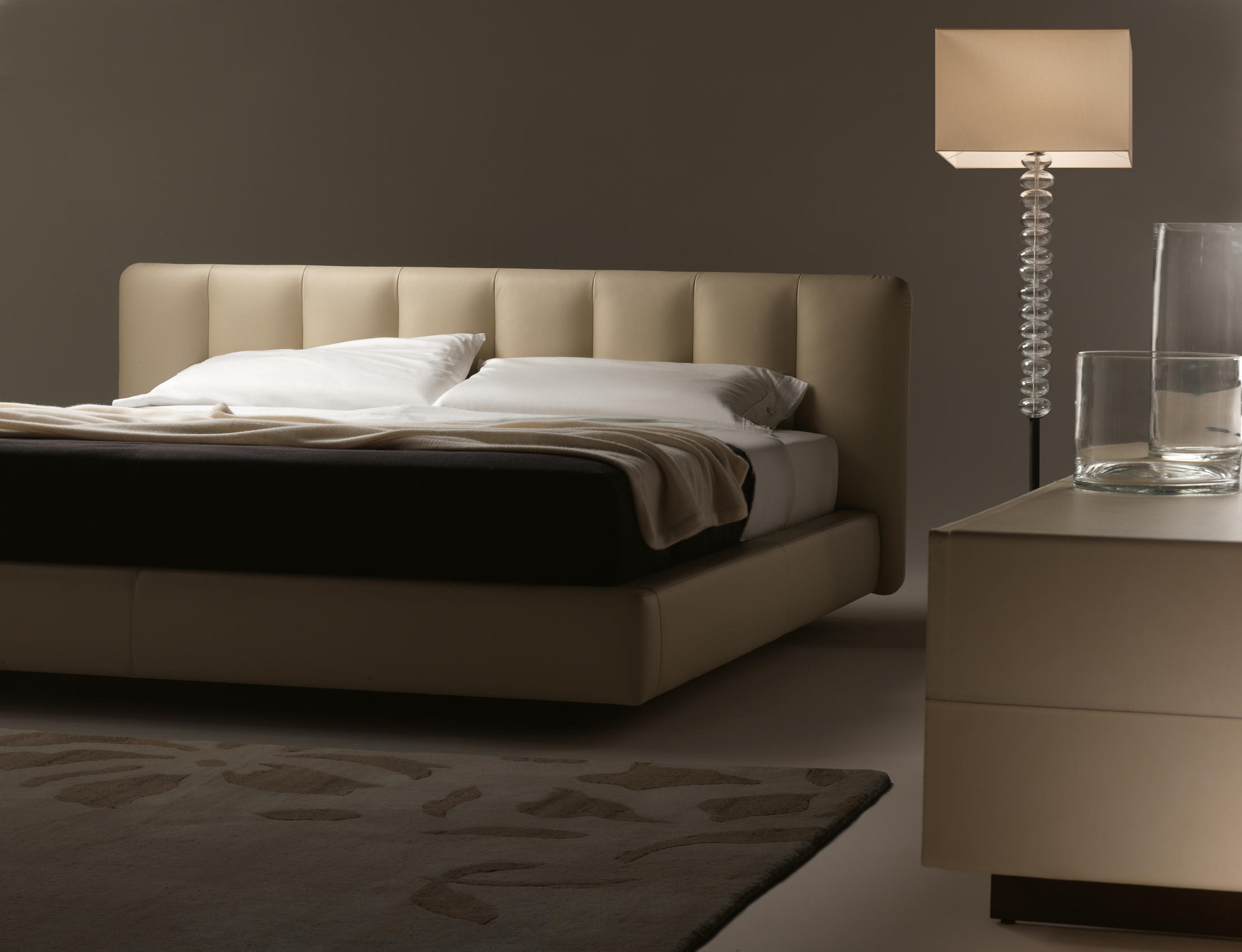 flavia double beds from poltrona frau architonic. Black Bedroom Furniture Sets. Home Design Ideas