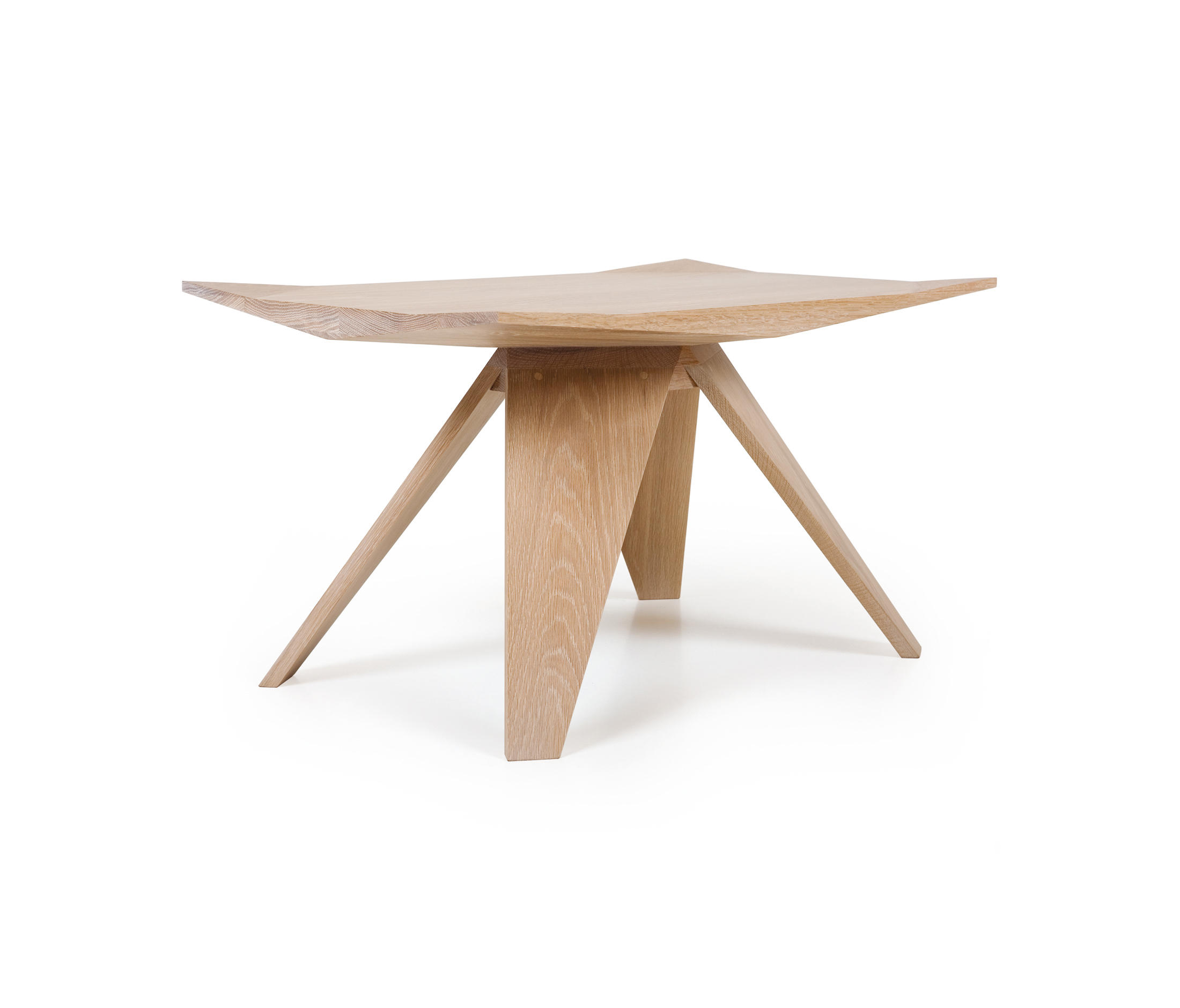 Thin side table side tables from matthew hilton architonic for Thin side table