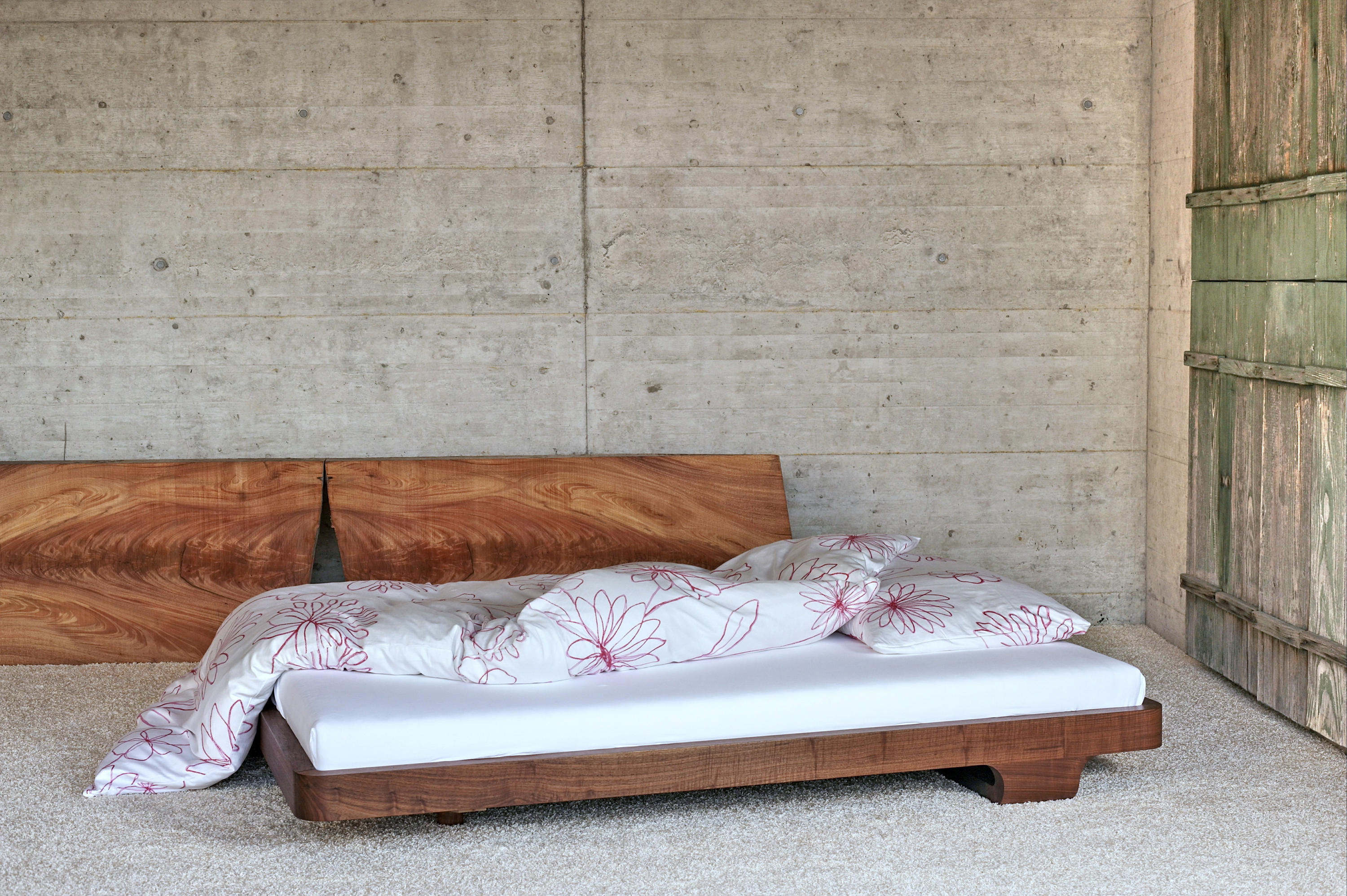 ign. dream. bed. - double beds from ign. design. | architonic - Dream Massivholzbett Ign Design